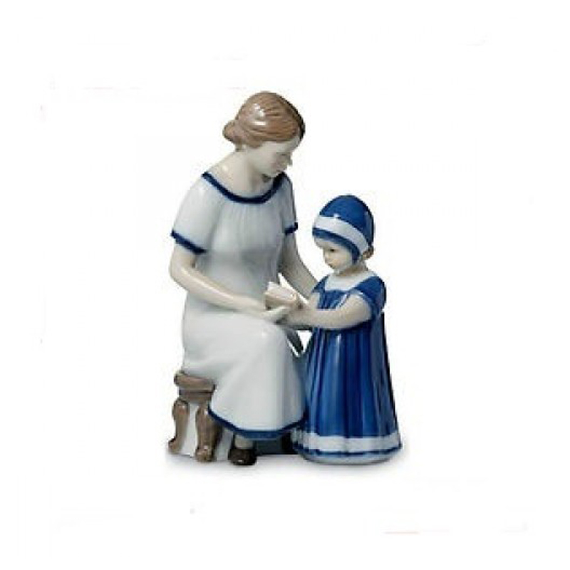 Royal Copenhagen elsa that reads with the mother 18cm Figurines 1021668