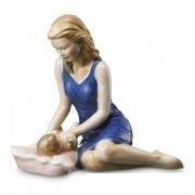 Royal Copenhagen mother with baby 21cm Figurine 1249543