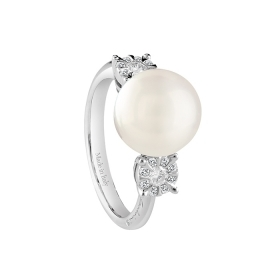 Salvini pearl ring with diamon
