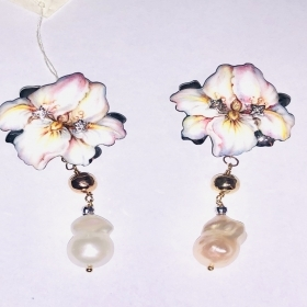 Gabriella Rivalta EARRINGS FLOWER LARGE PEARL PENDANT OFR/IRIS