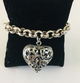 DISPLAY Bracelet with a Big Heart BM1535