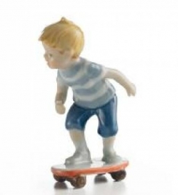 Royal Copenhagen figurine CHILD ON the SKATEBOARD 1249266